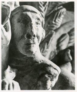 Un détail de l'un des chapiteaux de la Crypte d'Hagetmau