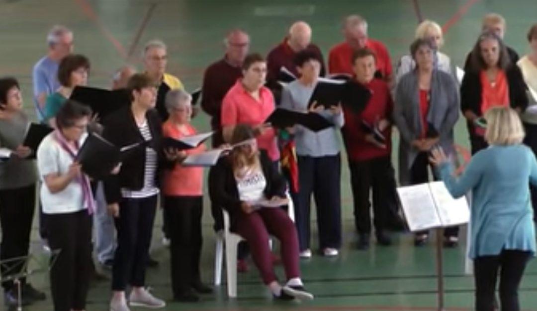 La chorale à la fête de la musique et les collégiens primés pour leur travail